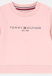 Tommy Hilfiger - ESSENTIAL UNISEX - Sweatshirt - pink - 2