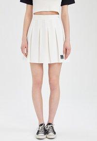 DeFacto - REGULAR FIT - Pleated skirt - ecru - 0