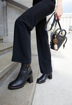 ERINE - Kotníkové boty - black