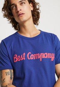 Best Company - BASIC  - Print T-shirt - blue - 4