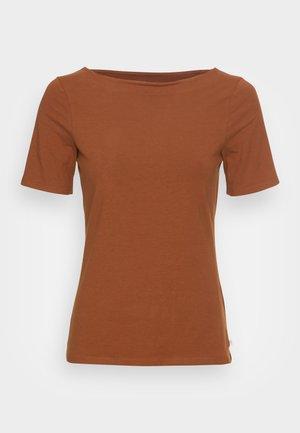 BOAT NECK TEE - Basic T-shirt - amber brown