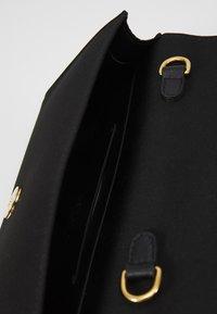 Escada - HEART CLUTCH - Käsilaukku - black - 4