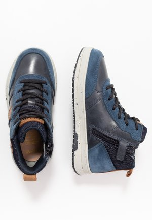 ASTUTO BOY - High-top trainers - navy/orange