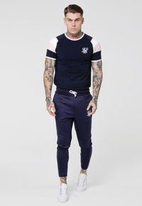 SIKSILK - SPRINT GYM TEE - T-shirts med print - navy/pink/white - 1
