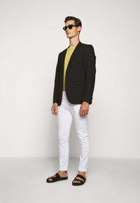 Michael Kors - KENT - Jeans Skinny Fit - white - 1