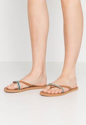 COCO - Sandály s odděleným palcem - tan/blue