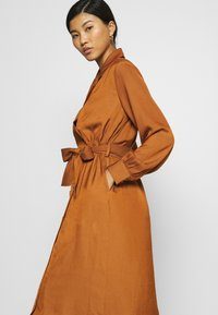 Banana Republic - MIDI TRENCH DRESS - Shirt dress - sand shell - 4
