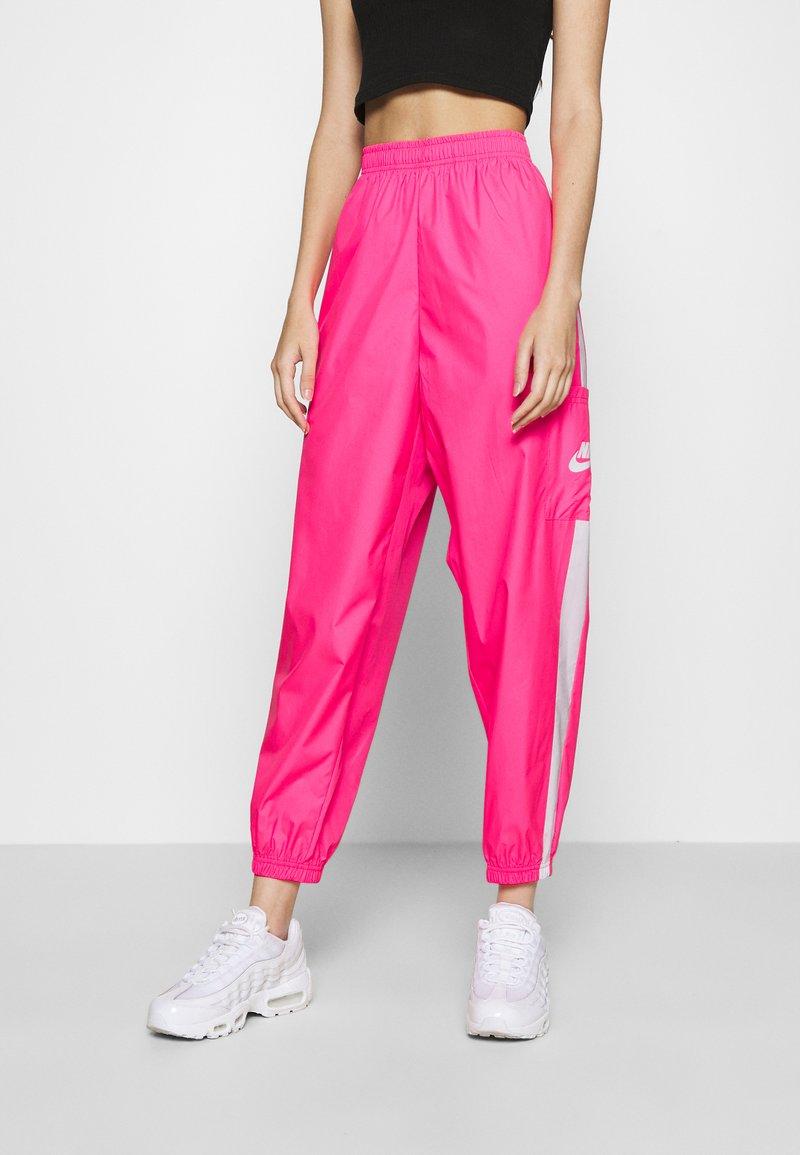 Nike Sportswear - PANT  - Pantalon de survêtement - hyper pink/white