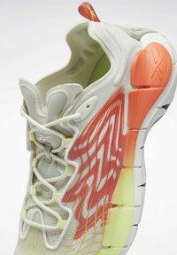 Reebok Classic - ZIG KINETICA  - Sneakersy niskie - grey - 6