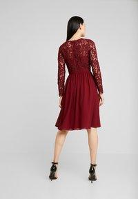 Chi Chi London - LYANA DRESS - Vestido de cóctel - burgundy - 3