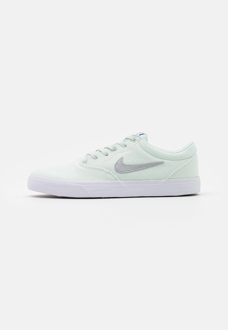 Nike SB - CHARGE SLR - Sneakers - barely green/metallic platinum