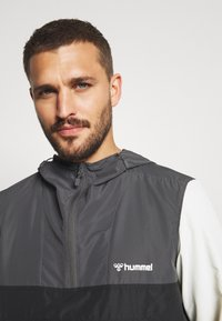 Hummel - AKELLO LOOSE HALF ZIP JACKET - Training jacket - black - 4