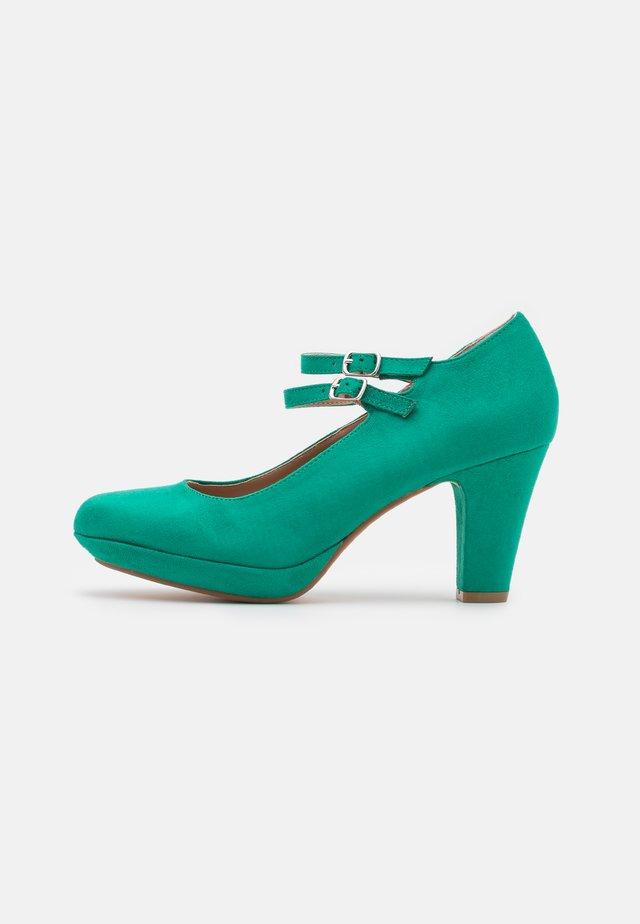 Platform heels - green