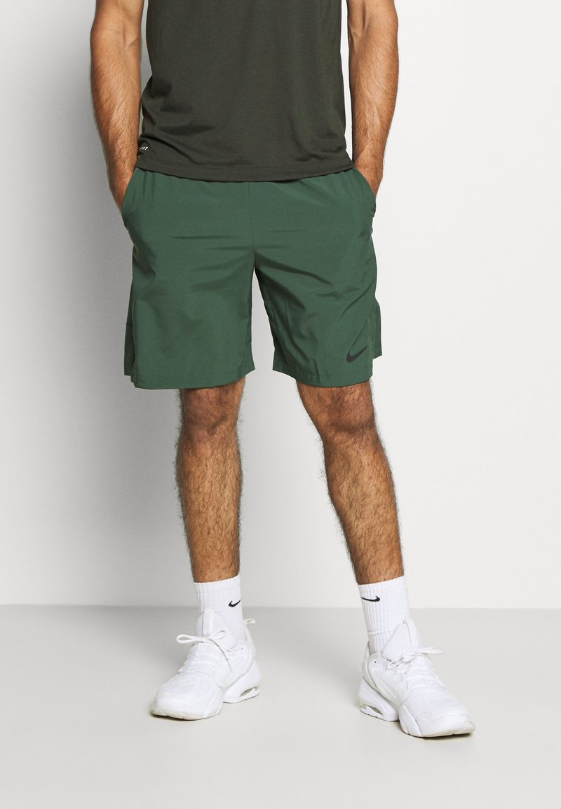 Nike Performance - Pantalón corto de deporte - galactic jade/black