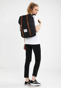 Herschel - RETREAT - Reppu - black - 4