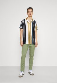 Solid - JIM LIGHT - Chinos - hedge green - 1