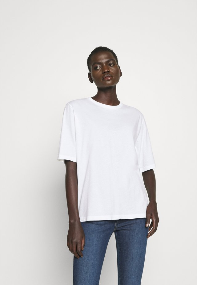 CLARA TEE - Jednoduché triko - white