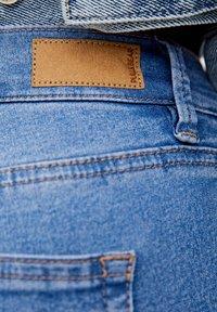 PULL&BEAR - MIT HALBHOHEM BUND - Jeans Skinny Fit - light blue - 5