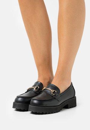 WIDE FIT CHASE - Scarpe senza lacci - black