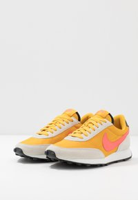 Nike Sportswear - DAYBREAK - Trainers - dark sulfur/flash crimson/summit white/black - 4