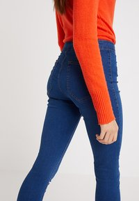 Cotton On - HIGH RISE - Vaqueros pitillo - retro mid blue - 4