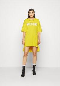 MOSCHINO - DRESS - Trikoomekko - yellow - 1