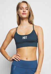 HIIT - PEACH CORE BRA - Sujetadores deportivos con sujeción ligera - teal - 3