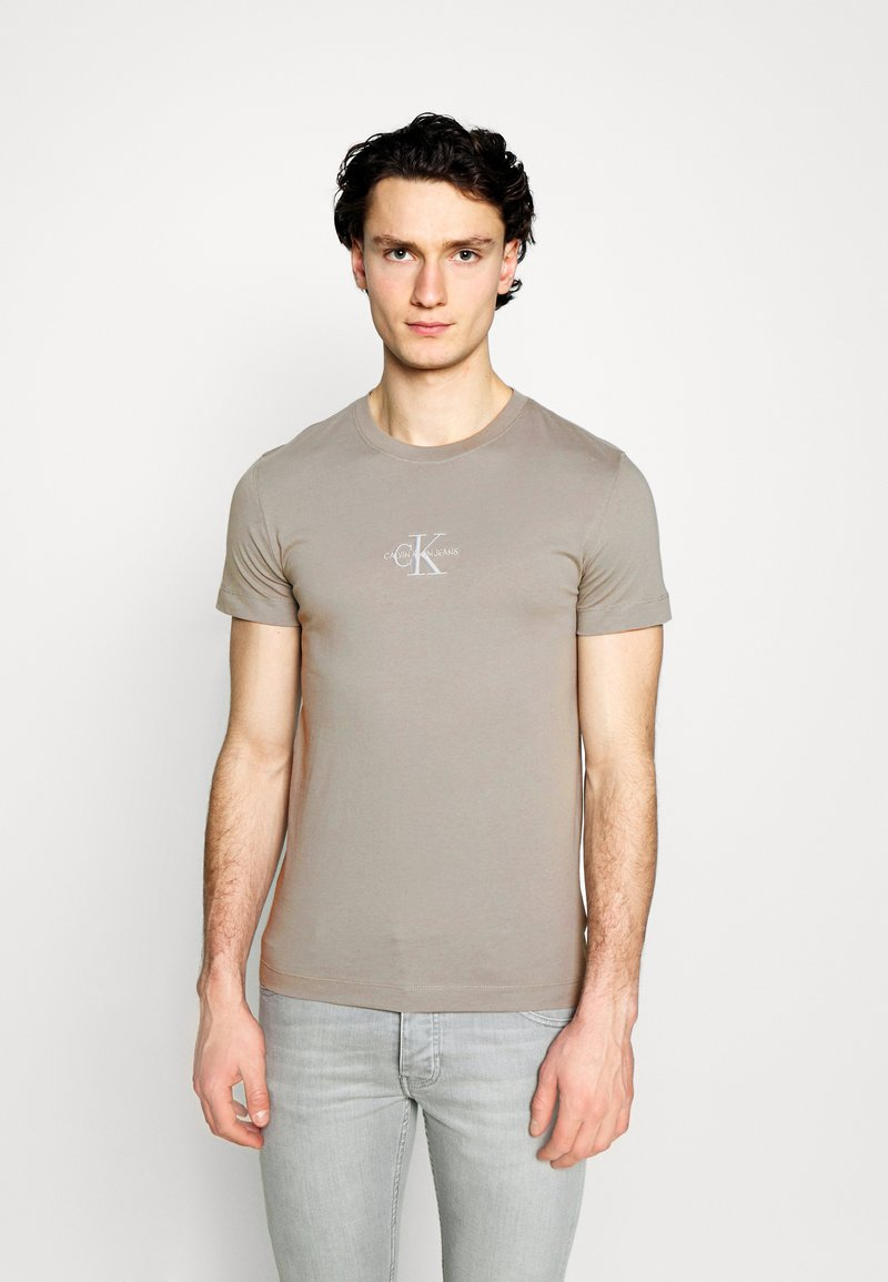 Calvin Klein Jeans - NEW ICONIC ESSENTIAL TEE - T-shirt med print - elephant skin