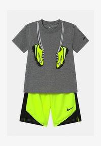 Nike Sportswear - SET - Camiseta estampada - volt - 0