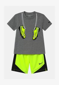 Nike Sportswear - SET - Print T-shirt - volt - 0