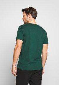 Scotch & Soda - WITH SUBTLE STYLING DETAILS - T-shirt basic - green smoke - 2