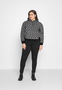 Calvin Klein Jeans Plus - Sweatshirt - black/ white - 1