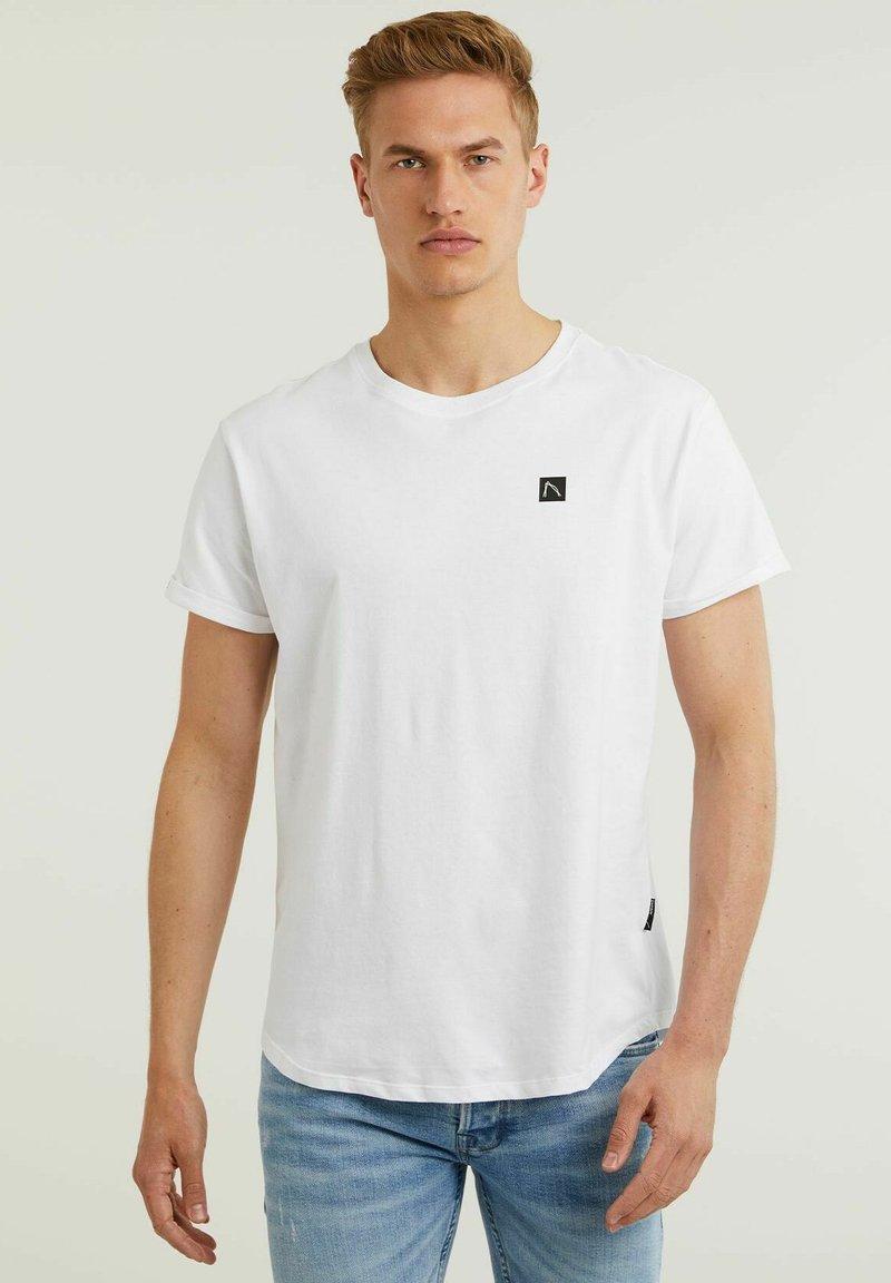 CHASIN' - Basic T-shirt - white