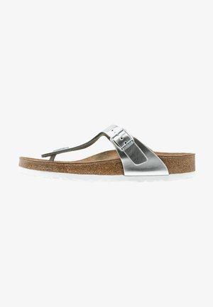 GIZEH - Sandály s odděleným palcem - metallic silver
