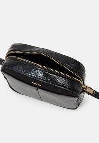 PARFOIS - CROSSBODY BAG MYSTERY - Across body bag - black - 2