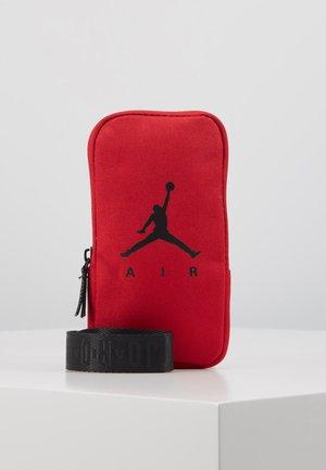 AIR LANYARD POUCH - Geldbörse - gym red