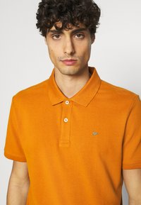 TOM TAILOR - WITH CONTRAST - Polo shirt - spicy pumpkin orange - 5