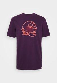 Carhartt WIP - NEON SCORPION - Print T-shirt - boysenberry - 4