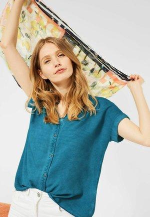 MIT HEMDKRAGEN - Button-down blouse - blau