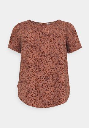 CARLUXMAJA  - Print T-shirt - cedar wood