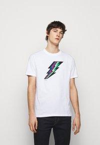 PS Paul Smith - MENS REGULAR FIT LIGHTNING - Print T-shirt - white - 0
