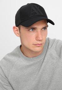 Armani Exchange - MAN'S HAT UNISEX - Casquette - nero - 1