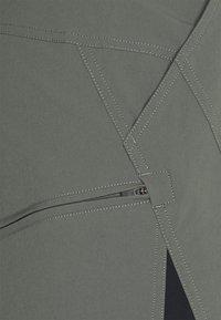 Zimtstern - TAURUZ EVO SHORT MENS - Sports shorts - gun metal/pirate black - 4