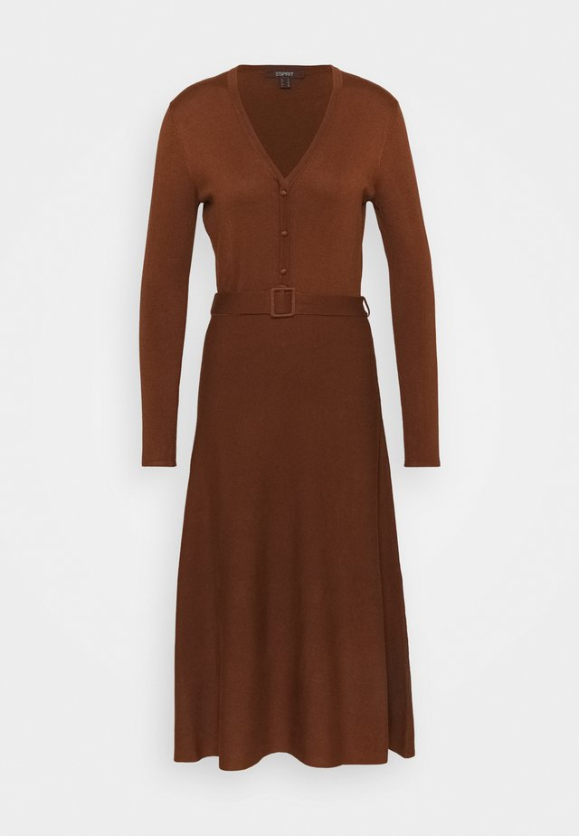 DRESS - Strikket kjole - toffee