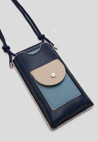 s.Oliver - Phone case - dark blue/beige - 6