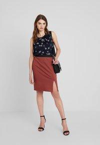 Vero Moda - VMARIANA SKIRT - Pencil skirt - mahogany - 1