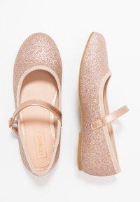 Friboo - Ankle strap ballet pumps - champagne - 0