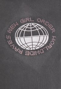 NEW girl ORDER - PLANET WASHED HOODY - Mikina s kapucí - grey - 5