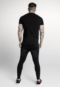 SIKSILK - ASTRO RAGLAN GYM TEE - T-shirt imprimé - black - 2
