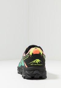 ASICS - GEL-FUJITRABUCO 7 - Obuwie do biegania Szlak - sun coral/black - 3